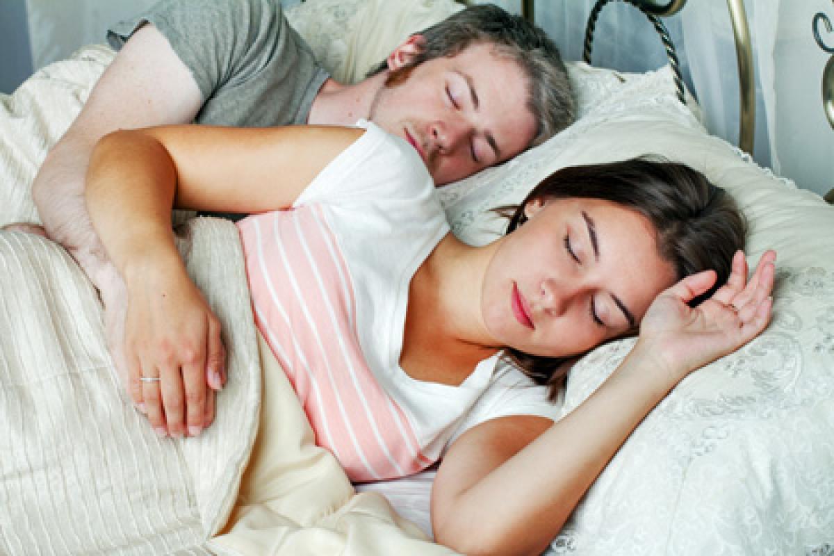 異性が眠っている夢を見ると、恋が実る予感!
