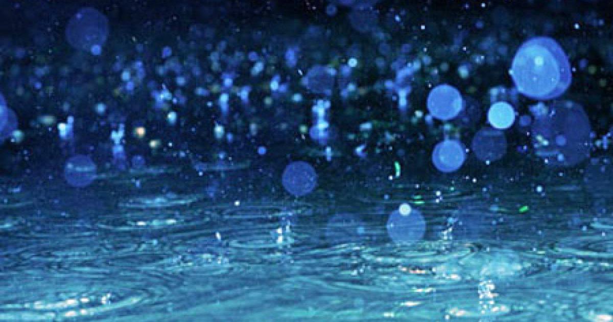 夢の中の雨はあなたの心情を表す!? でも性的な夢なら…
