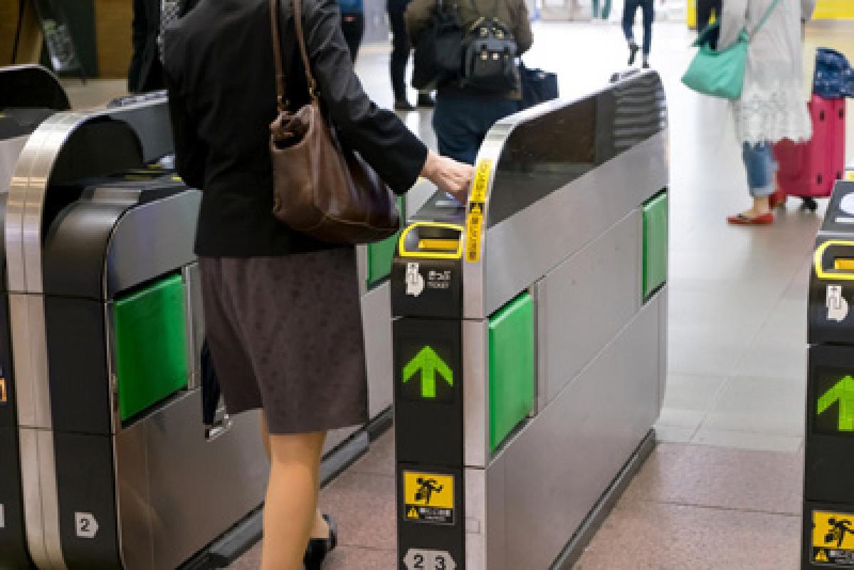 夢に駅の改札口が出てきたら、人間関係の転換点!