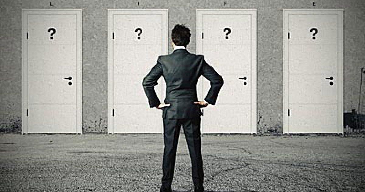 迷う夢は人生をの決断を暗示している!? 大きな決断が迫っていることを示す、迷う夢